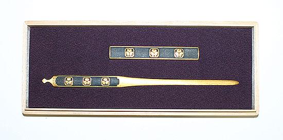 B107  二所 隅切角葵紋三双図 無銘 吉岡 Futatokoro Design of Aoi seal  Maker Mumei(Yoshioka)